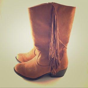 Boho Cowboy Western Boots Fringe NWOT 9  by SODA